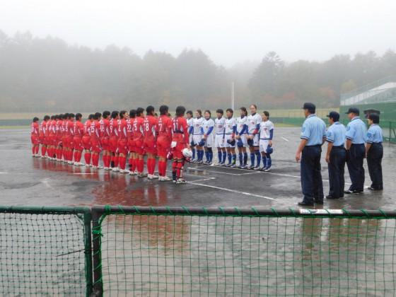 ⑧雨の中試合開始